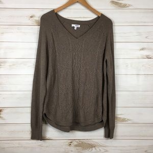 Knit pullover v-neck long sleeve sweater